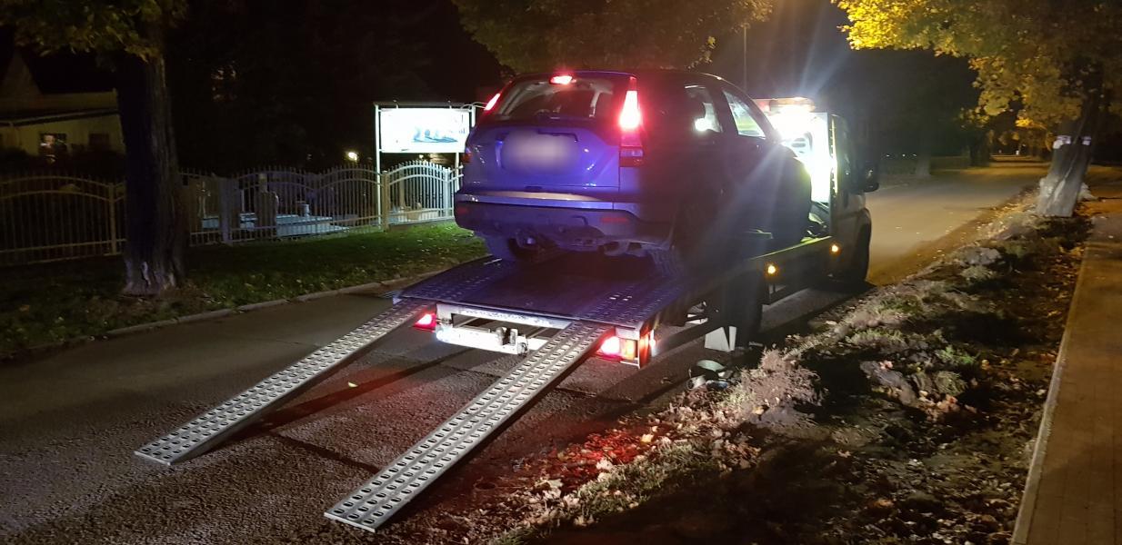Kierowca z promilami i bez uprawnień trafił do policyjnego aresztu!