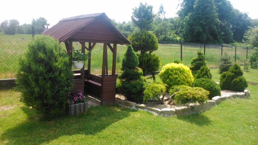 Jakie akcesoria i meble do ogrodu warto kupić?