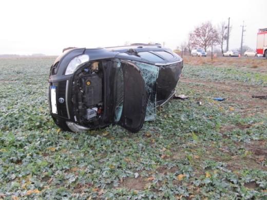 Wypadek pod Białogardem. W Lulewicach dachowało auto.