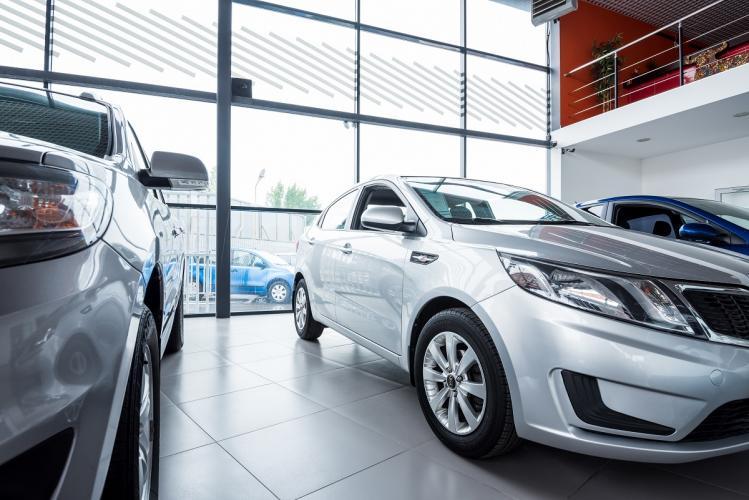 Czym powinna charakteryzować się dobra wypożyczalnia samochodów?