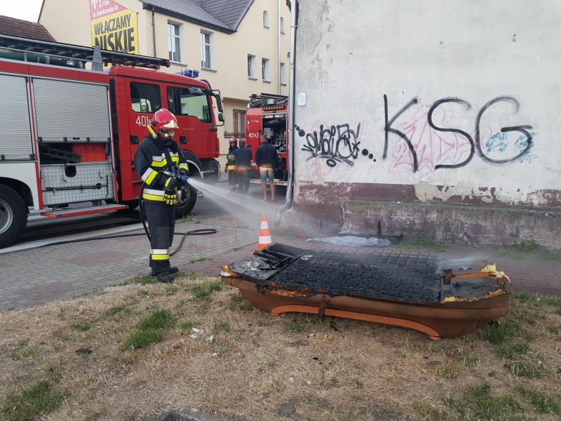 Pożar w kamienicy w Białogardzie - przyczyną mogło być podpalenie!