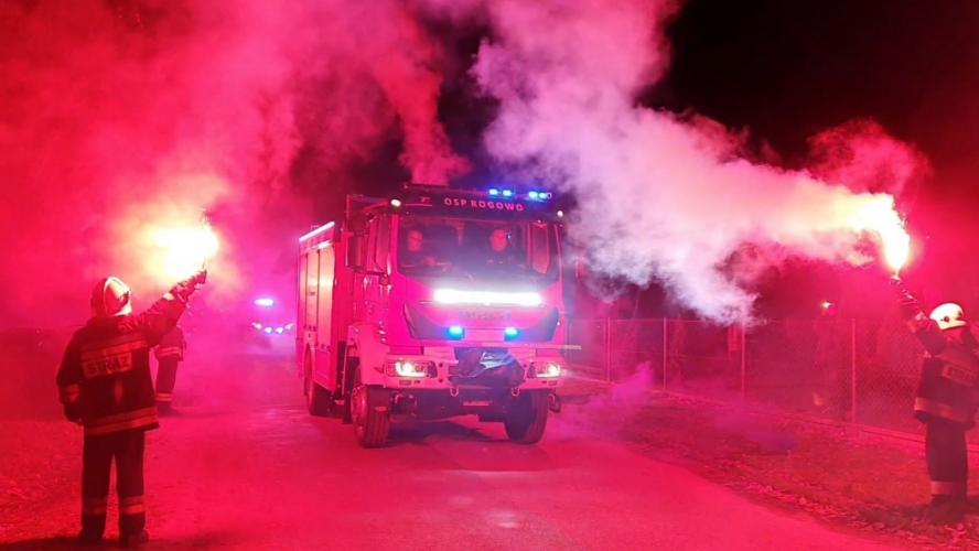 Powitanie nowego wozu ratowniczo gaśniczego w OSP Rogowo