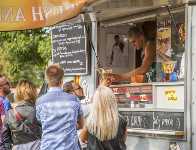 Gotowi? Zapinajcie pasy, bo już w ten weekend na Placu Stanisława Wyspiańskiego odbędzie się I Festiwal Smaków Food Trucków  w Białogardzie!