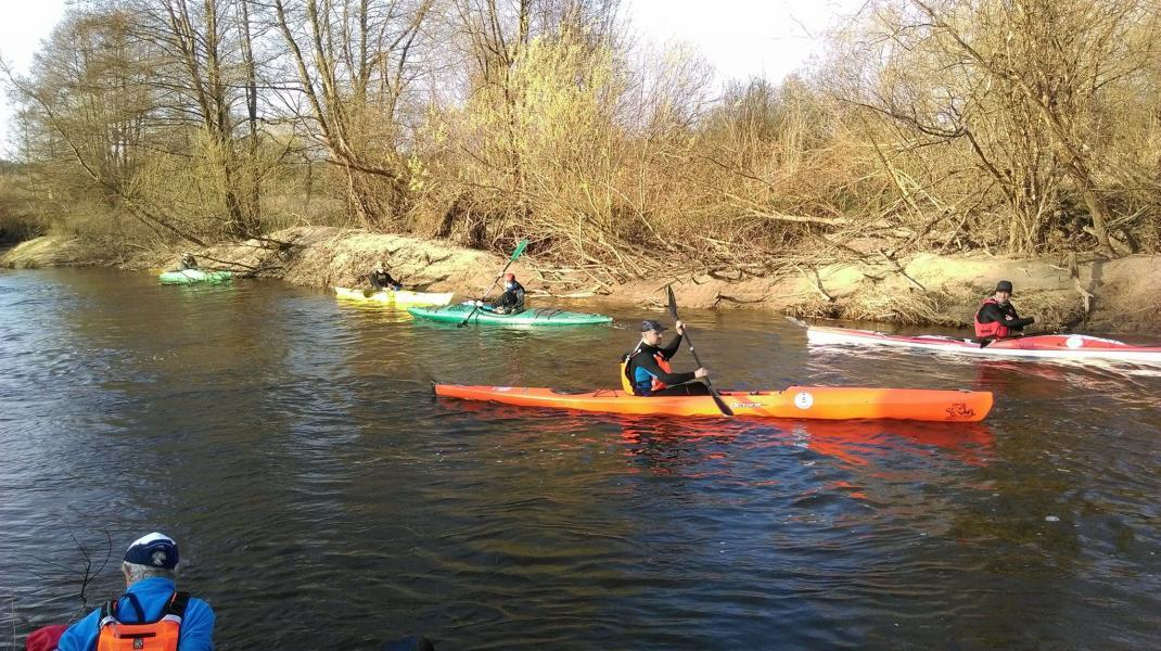 Wystartował maraton kajakowy - do pokonania 70 kilometrów trasy rzeką Parsętą.