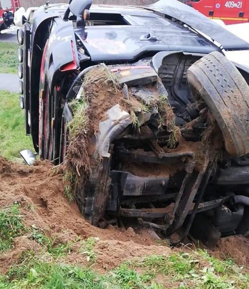 Wypadek pod Karlinem - przewrócił się Tir!
