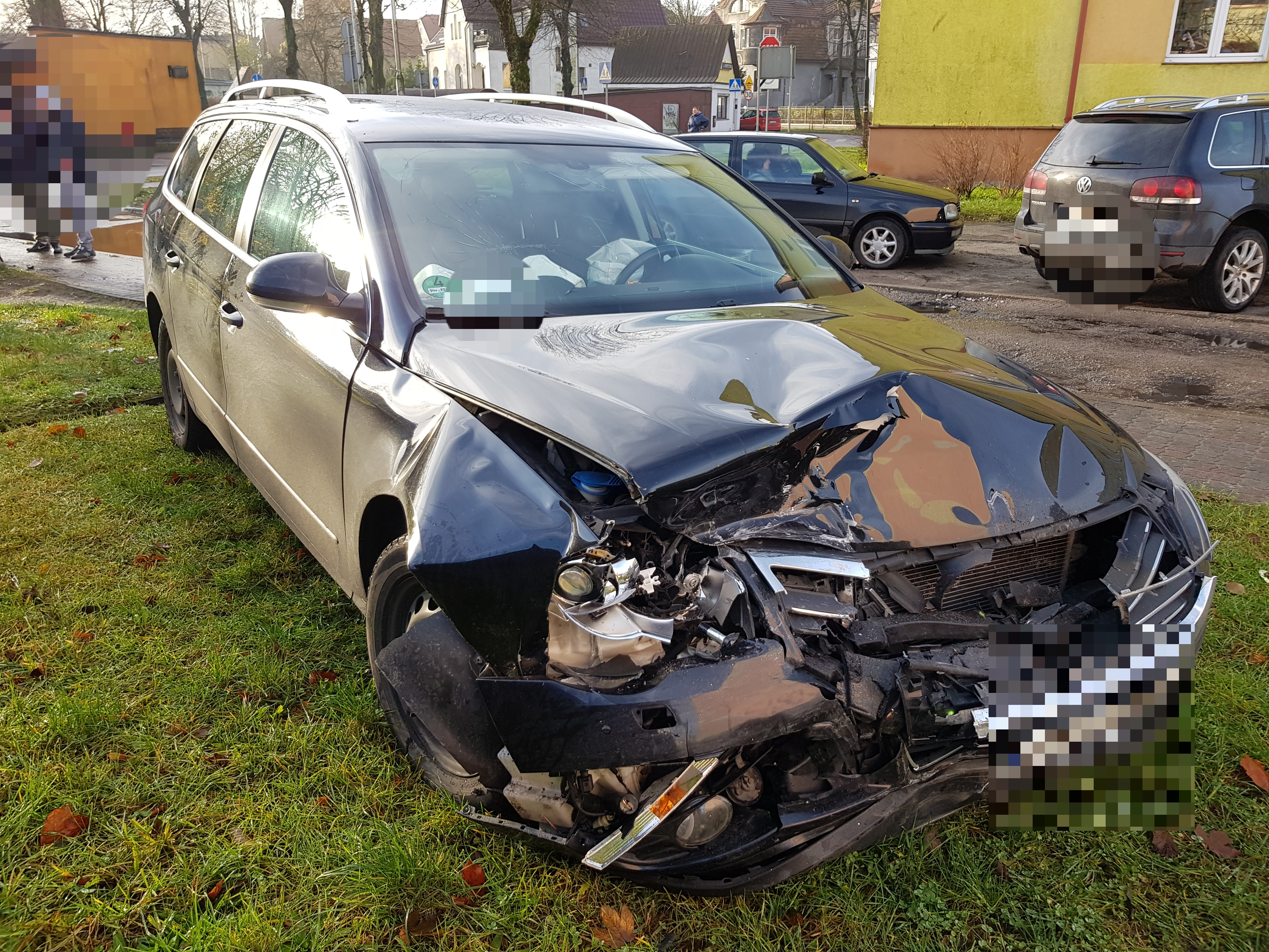 Zderzenie dwóch aut w centrum Białogardu.