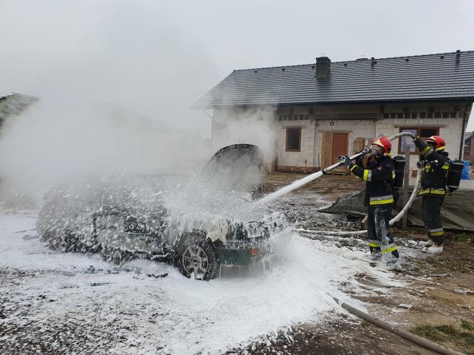 Pożar samochodu w Białogardzie  - volkswagen spłonął doszczętnie!