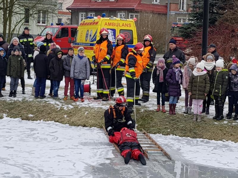 Wspólna akcja Policji, Straży Pożarnej oraz WOPR powiatu białogardzkiego.