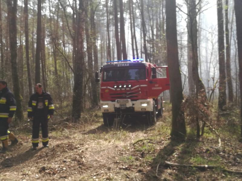 Seria ogromnych pożarów w powiecie białogardzkim  - dziesiątki strażaków walczy z żywiołem!