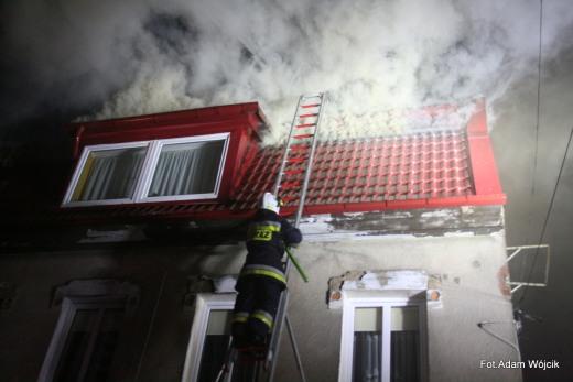 Pożar kamienicy w Karlinie. Ewakuowano mieszkańców.