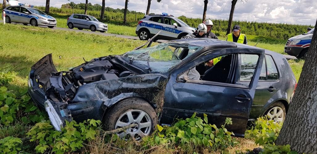 Wypadek pod Karlinem - ciężko ranny kierowca volkswagena! ZDJĘCIA
