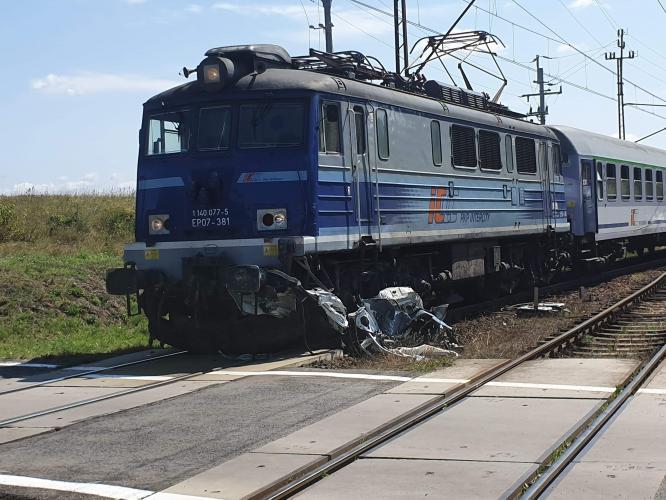 Tragedia na torach pod Białogardem - nie żyje jedna osoba.