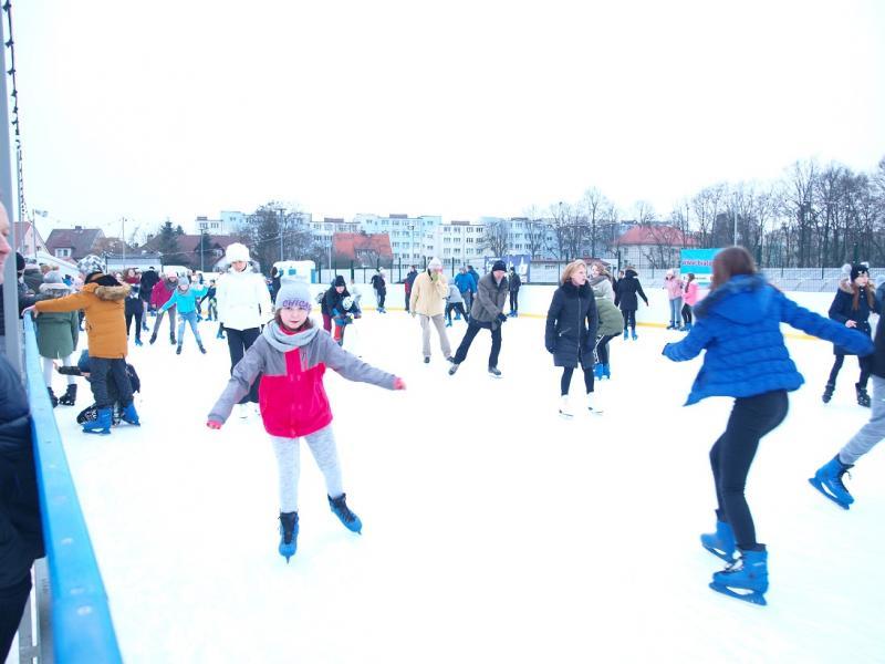 Białogardzkie lodowisko przyciągnęło setki osób. Też byliście? Zobaczcie zdjęcia.