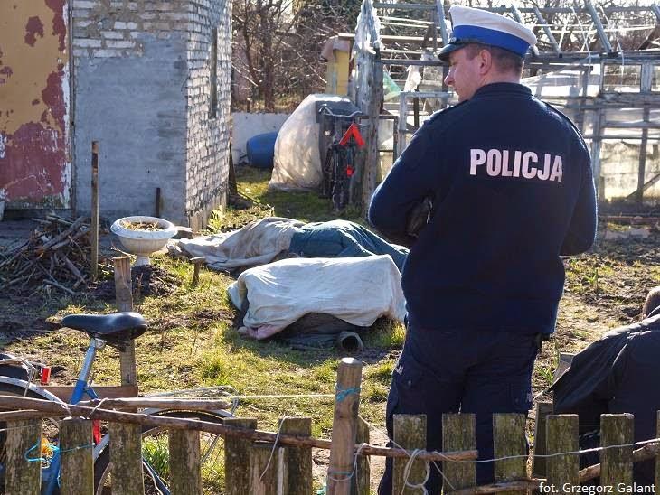 Ciała kobiety i mężczyzny znaleziono na działce.