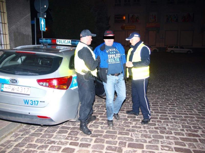 Tir uderzył w drzewo - obywatel Danii był pijany, trafił do aresztu!