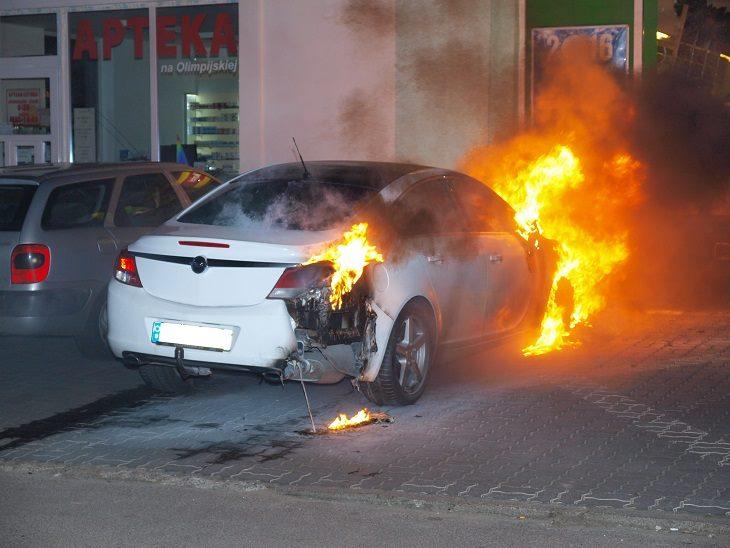 Spłonął samochód w Białogardzie.