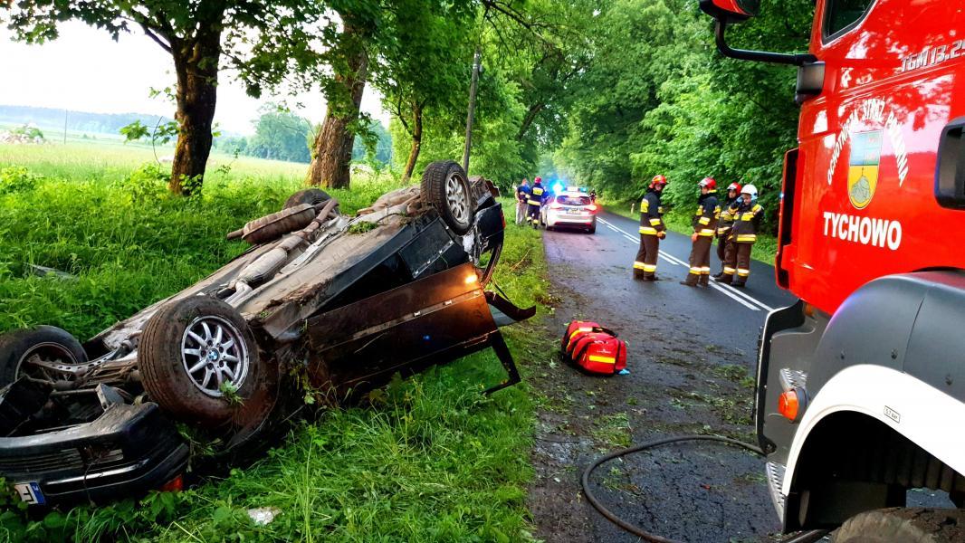 Dachowanie pod Tychowem  - kierowca BMW zbiegł z miejsca zdarzenia!