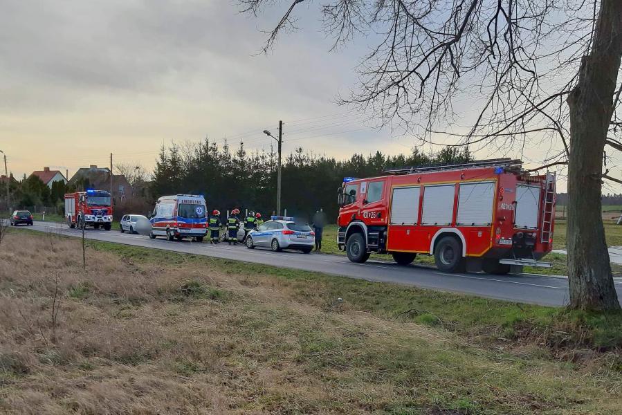 Poważny wypadek pod Tychowem. Dachowało auto!