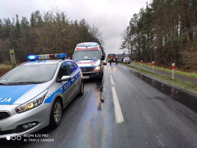 Zderzenie pojazdów pod Karlinem. Dwie osoby ranne.