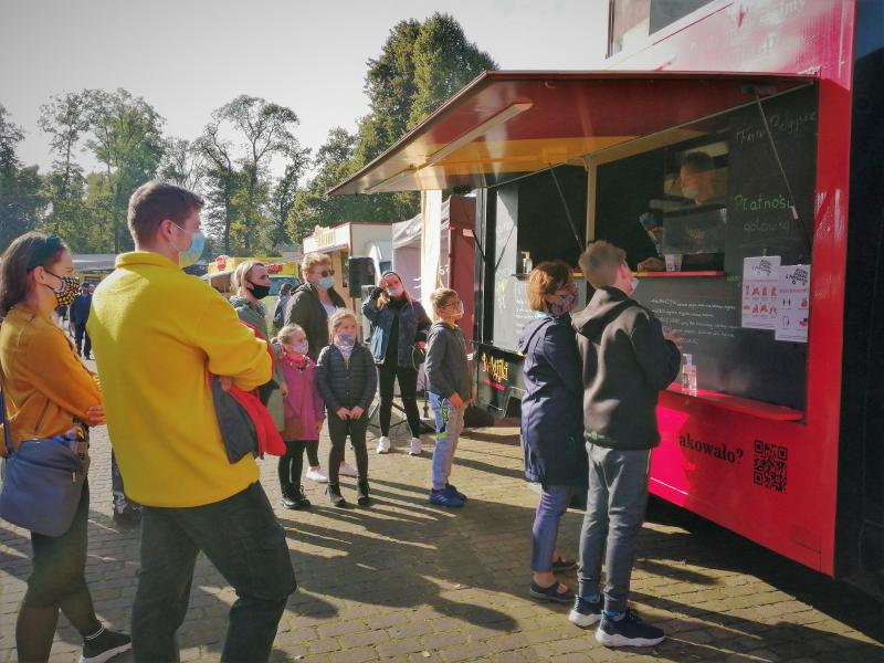 Znużeni domową codziennością? Nadciąga wyjątkowa okazja, by spróbować przepysznych dań z różnych zakątków świata. Festiwal Smaków Food Trucków zawita w Białogardzie.