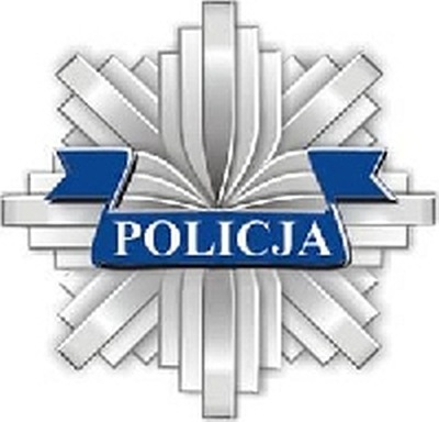 Policja z Białogardu aresztuje dwóch rozbójników.