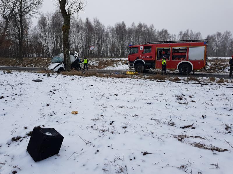 Śmiertelny wypadek pod Białogardem - nie żyje kierowca Volkswagena!