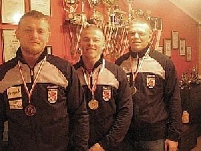 Bracia Dubliniowscy z medalami MP