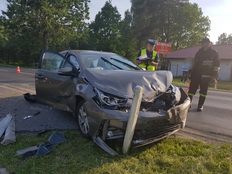 Wypadek pod Białogardem  - po zderzeniu dwóch aut 3 osoby trafiły do szpitala!