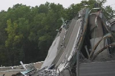 Zawalenie mostu na rzece Misisipi.