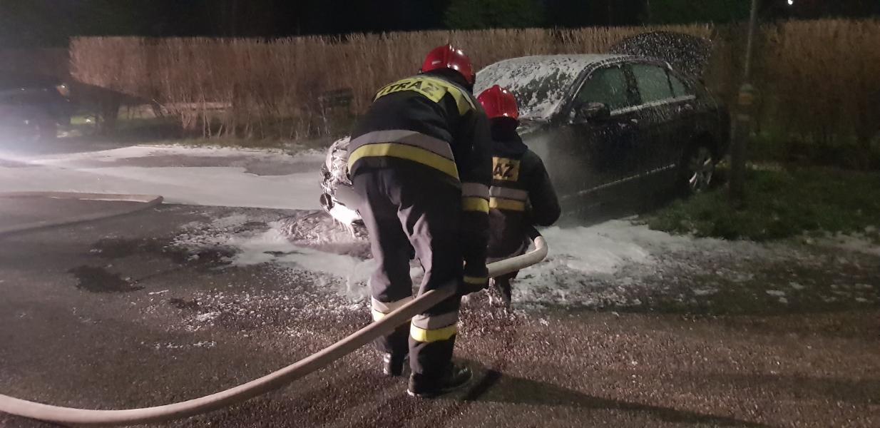 Pożar samochodu na ul. Zwycięstwa w Białogardzie