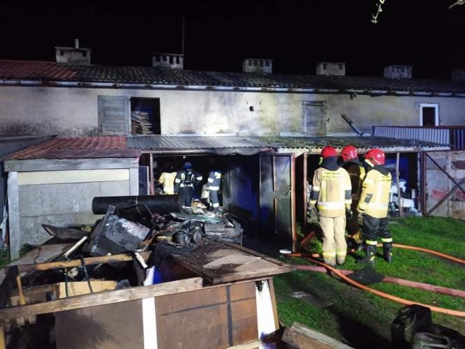 Pożar garaży w Karlinie