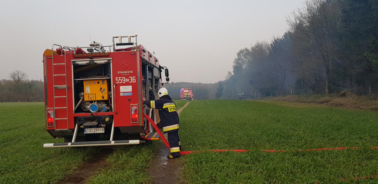 Ogromny pożar, z którym walczyło 26 zastępów straży pożarnej w tym ponad setka strażaków ! ZDJĘCIA