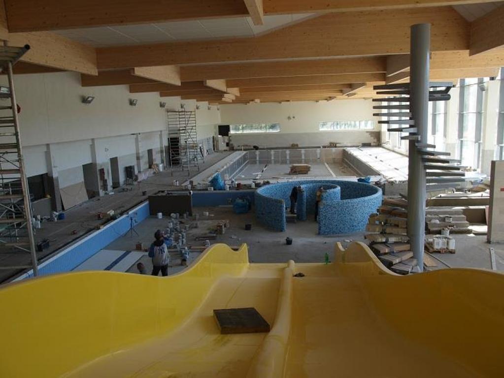 Budowa basenu idzie pełną parą
