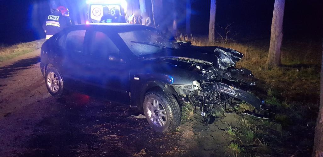 Poważny wypadek pod Białogardem! Brawurowa jazda 18 latka mogła zakończyć się tragicznie!