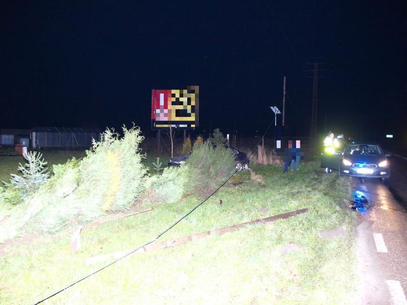 19 letni kierowca Opla stracił panowanie nad pojazdem!