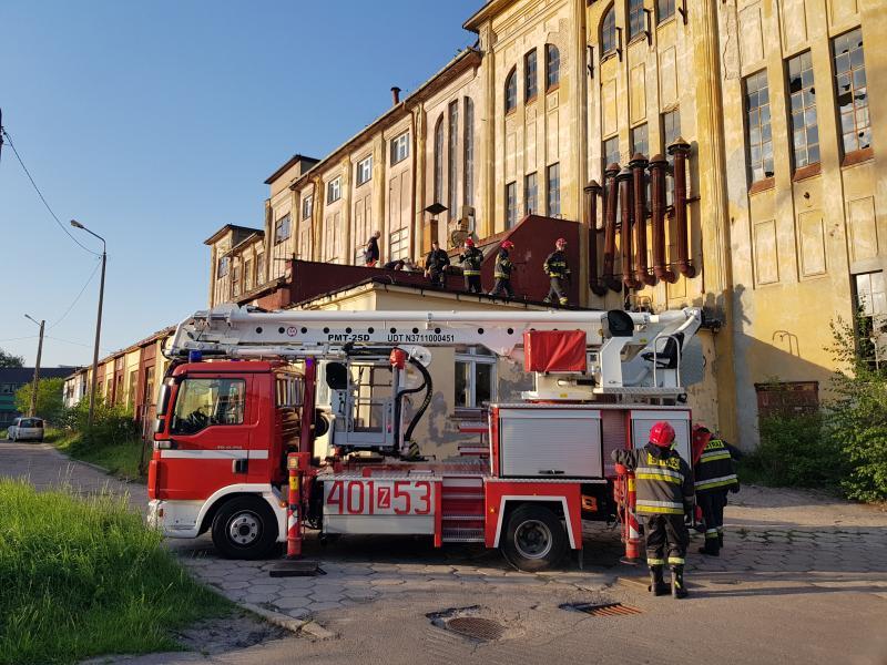 PILNE! Wypadek na dachu mógł zakończyć się tragedią!