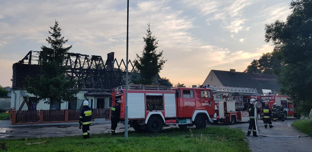 Nocny pożar domu w Białogardzie - ewakuowano  11 osób w tym 4 dzieci !