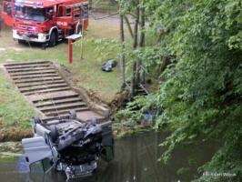 Tragiczny wypadek - Mężczyzna utonął w samochodzie