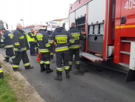 Dachowanie auta osobowego w Karlinie  - trzy osoby ranne!