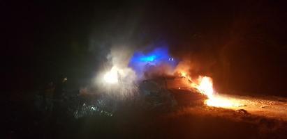 Pożar  samochodu na trasie Białogard  - Stanomino.  Mercedes spłonął doszczętnie.