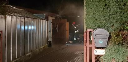 Pożar pomieszczeń gospodarczych - szybka i sprawna akcja strażaków!