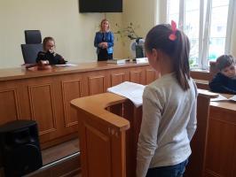 Dzień Edukacji Prawnej - dzieci z Białogardu wzięły udział w symulacji rozprawy sądowej. ZDJĘCIA