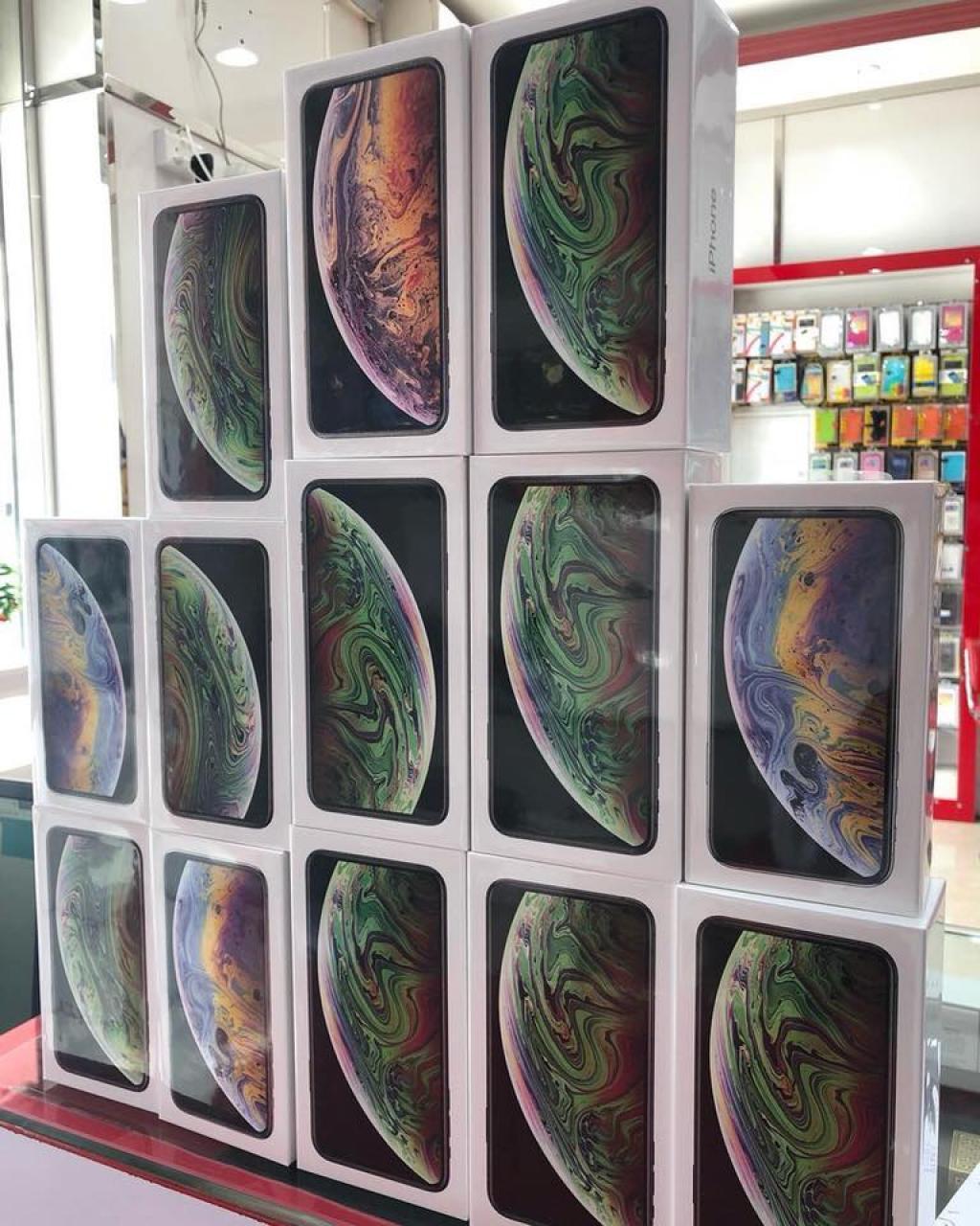 Apple iPhone XS Max iPhone XS 530 EUR WhatsAp +447